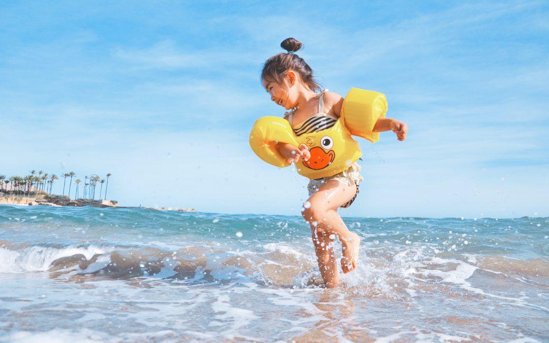 ¿Cuando se puede bañar un bebé en la piscina o el mar?